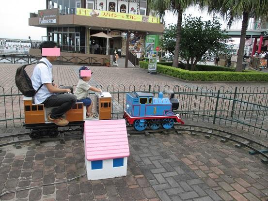 機関車トーマスに乗る