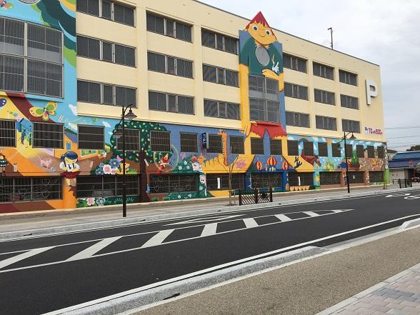 立体駐車場の壁画
