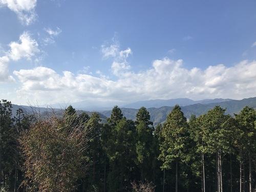 駐車場から公園と反対側を見たところ。本当は富士山がどーんと見えるはずでした