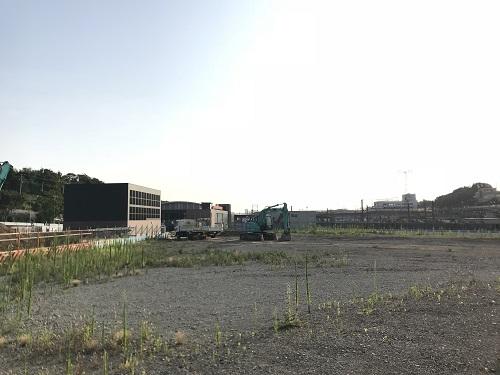 駅の横のマンション建設予定地