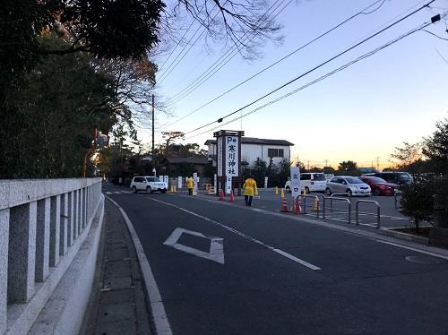 寒川神社の駐車場