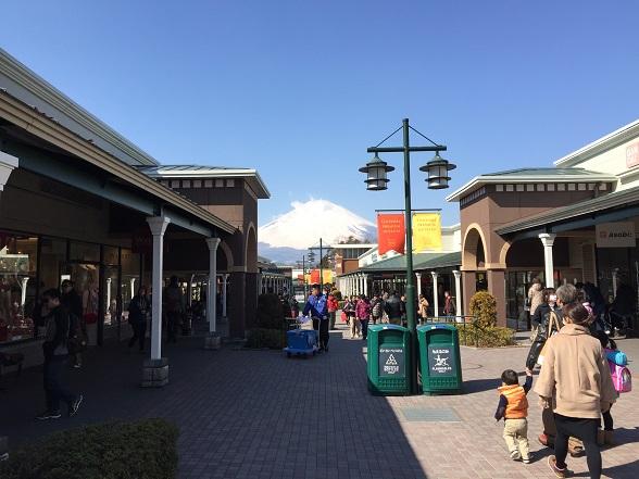 アウトレットからのぞむ富士山